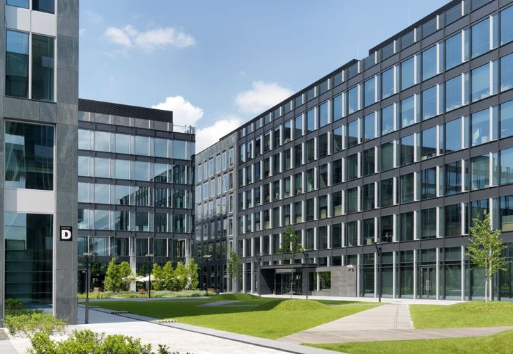 Harmony Office Center II is a modern office building located in Warsaw, Poland. The dominant materials used for the façade are stone and glass. To provide optimum solar control and thermal insulation Architects from Kuryłowicz & Associates specified high performance solar control glass Pilkington Suncool™ 50/25.