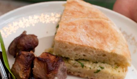 A very popular bread, cooked in a lightly buttered pan, served with parsley and garlic butter.