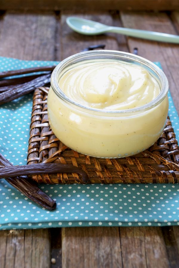 Petits pots de crème à la vanille #vegan Pour 4 petits pots  50 cl lait riz-amande 30 g de fécule de maïs 30 g sucre blond de canne 1 gousse de vanille 20 g (1 càs) purée de noix de cajou  Facultatif (pour la couleur) : 1 pincée de curcuma
