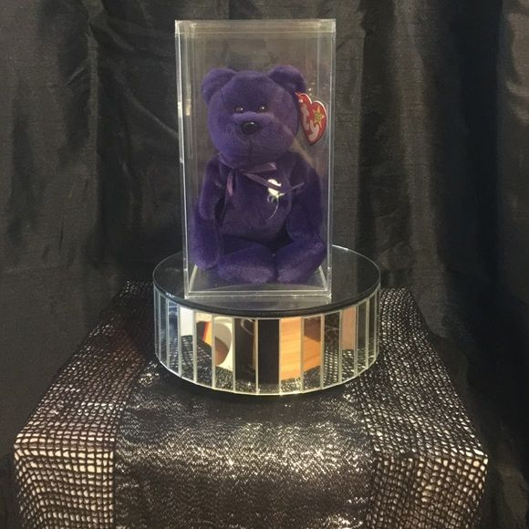 RARE LIITED EDITION PRINCESS DIANA BEANIE BABIE Rare limited edition princess Diana beanie Babie outstanding condition comes with case it is cracked on one side see pics. Also the tag has a tag cover Beanie babies Other