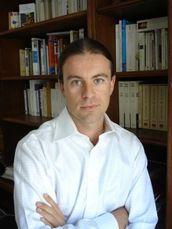 Pierre-François Dupont-Beurier est né en 1975. Professeur agrégé de philosophie, il vit à Paris et enseigne dans un lycée du 4e arrondissement.  http://www.editionsmilan.com/Livres-Jeunesse/Nos-auteurs/Pierre-Francois-DUPONT-BEURIER