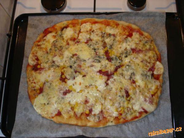 Pizza z kynutého těsta