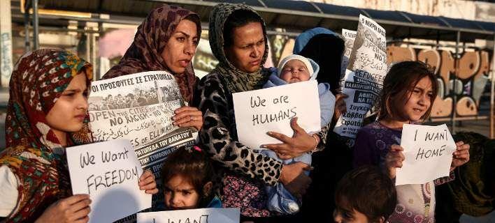 Guardian: Πού πήγαν τα λεφτά που πήραν οι Ελληνες για το προσφυγικό;