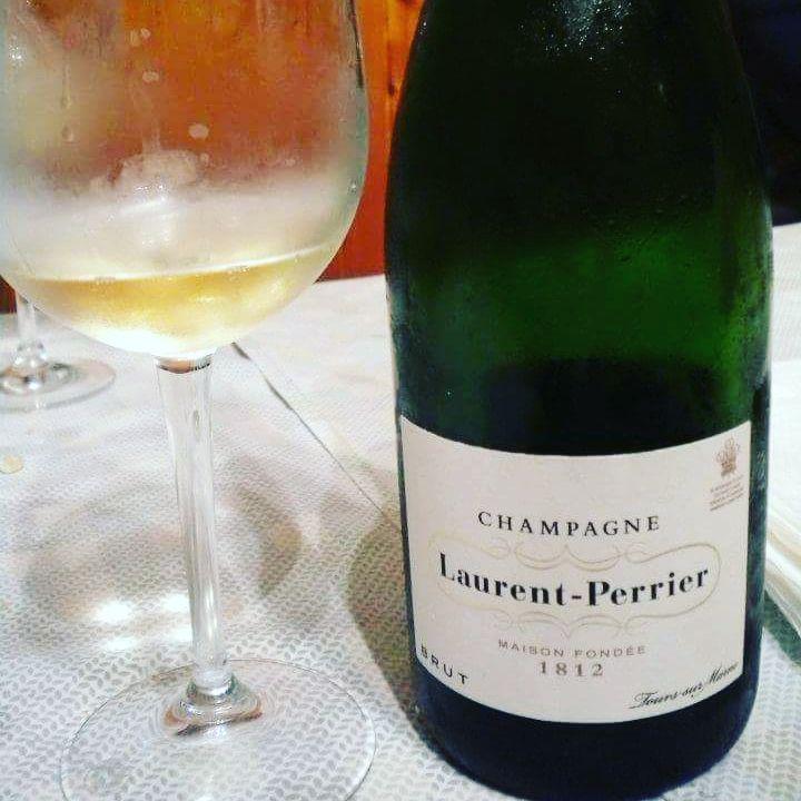#champagne #brut Laurent Perrier. #chardonnay 50% saldo #pinotnoir #pinotmeunier Eccellente. Siamo sui 40 euro. #winelovers #sparkling #france (presso Tours-Sur-Marne, Champagne-Ardenne, France)