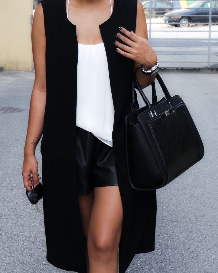 Black and White never let anyone look bad. That's my #ootd. More pictures here envogueissue.com