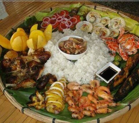 Boodle fight Pinoy lunch..