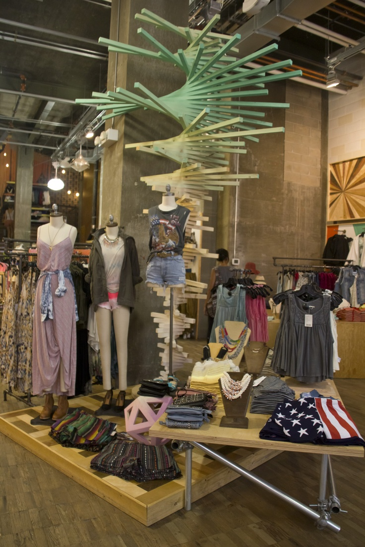 15 best URBAN OUTFITTERS VISUAL MERCHANDISING/STORE DESIGN ...