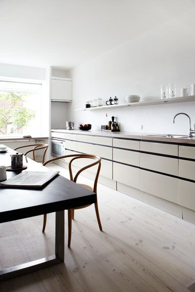 Nordic-Bliss-Scandinavian-style-minimalistic-white-Danish-design-home-interior-kitchen
