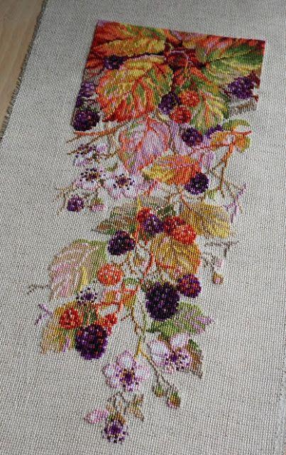 Готова еще одна вышивка от Риолис - Ежевика (дизайнер - Галина Скабеева). Что сказать - буйство красок, осень, удовольствие вышивать - ...