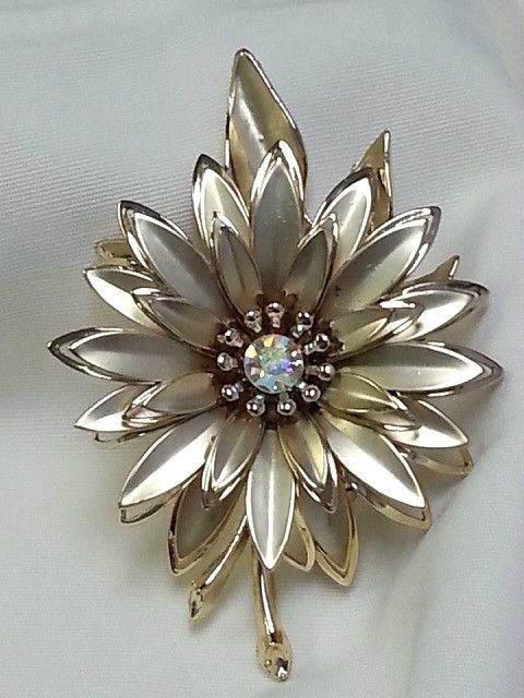 Flower Brooch - Large Gold Tone