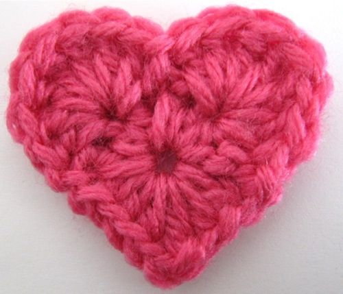 Crochet heart. Free download at maggiescrochet.com |Pinned from PinTo for iPad|