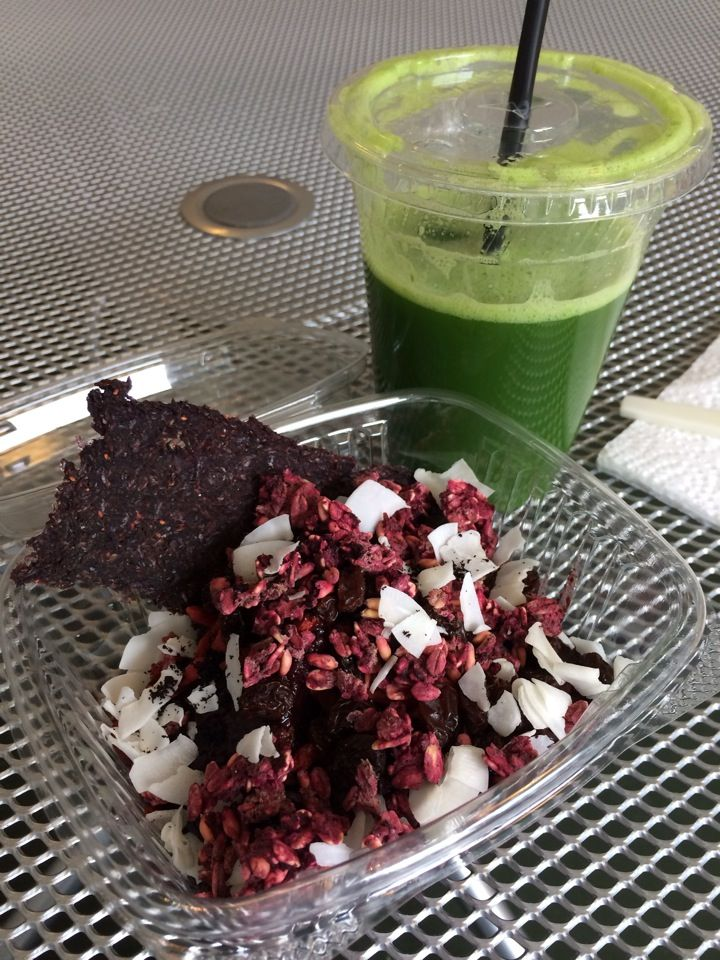 Superfood Bar in New Orleans, LA - juices, smoothies, raw foods, sandwiches