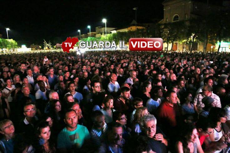 Scivola via con il grande abbraccio di 13 mila persone il primo week end del Festival a Civitanova dedicato a Lucio Dalla