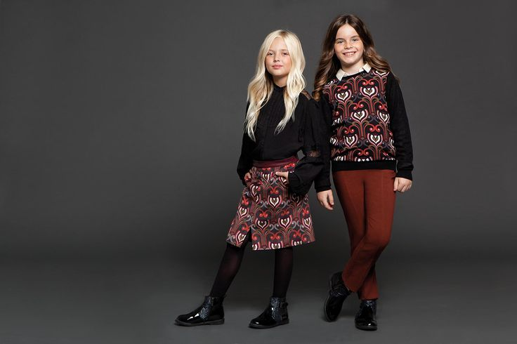 Super modern shirt dresses, vintage feel A-line dresses, holiday outfits and casual looks, created with Axel's original touch will make you little princesses feel special.