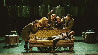 """Είδαμε το """"Μαύρο Χιόνι"""" στο Θέατρο Πόρτα(μπορεί κ να το ξαναβλέπαμε–ήταν τόσο καλό). Δείτε γιατί 🎭#theater #theatro http://fragilemag.gr/mavro-xioni-porta/"""