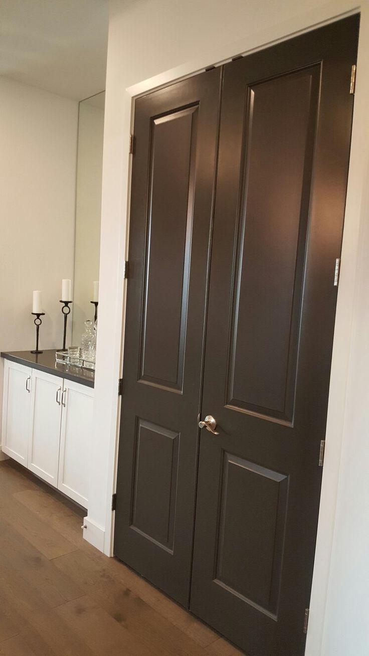 Dunklem holz mit interessanten rundungen gt stehlampe wohnzimmer modern - Dark Grey Painted Interior Doors