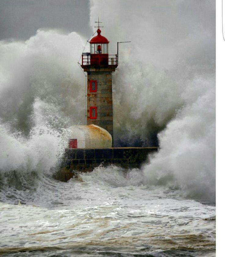 #Lighthouse - Yüreğim tamda böyle    http://dennisharper.lnf.com/