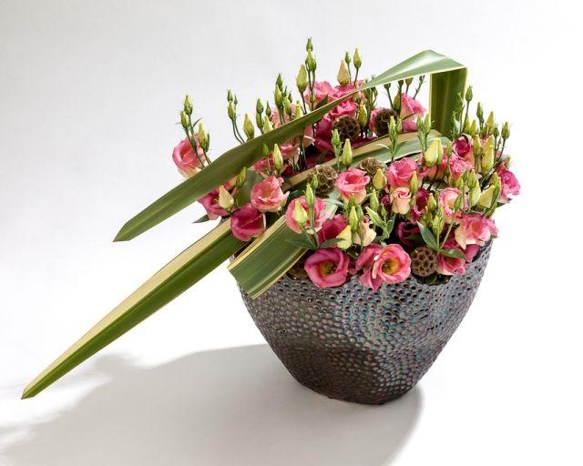 Arrangement with lisianthus g fresh grower gebr van der for Lisianthus art floral