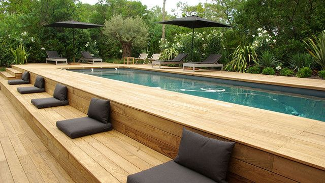 intex above ground pool Pool Contemporary with 2 parasols noirs Banquette en deck Banquette et coussins