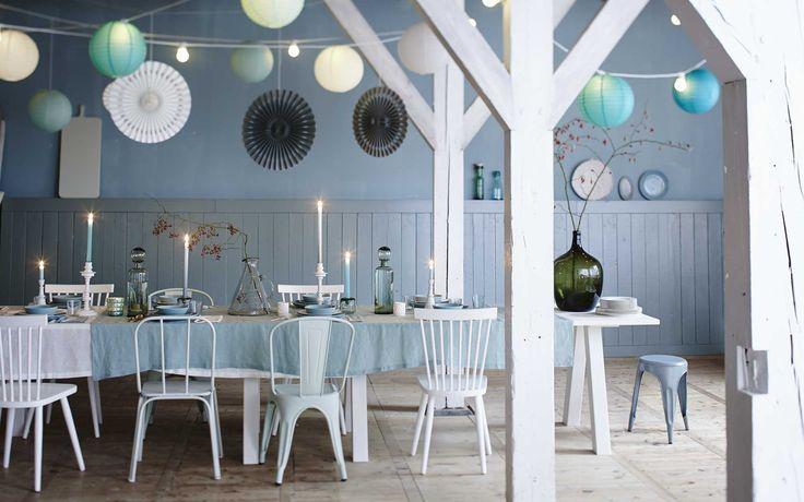 Eettafel met kerstdecoratie | Dining table with Christmas decoration | Fotografie Jeroen van der Spek | Styling Cleo Scheulderman | vtwonen December 2014