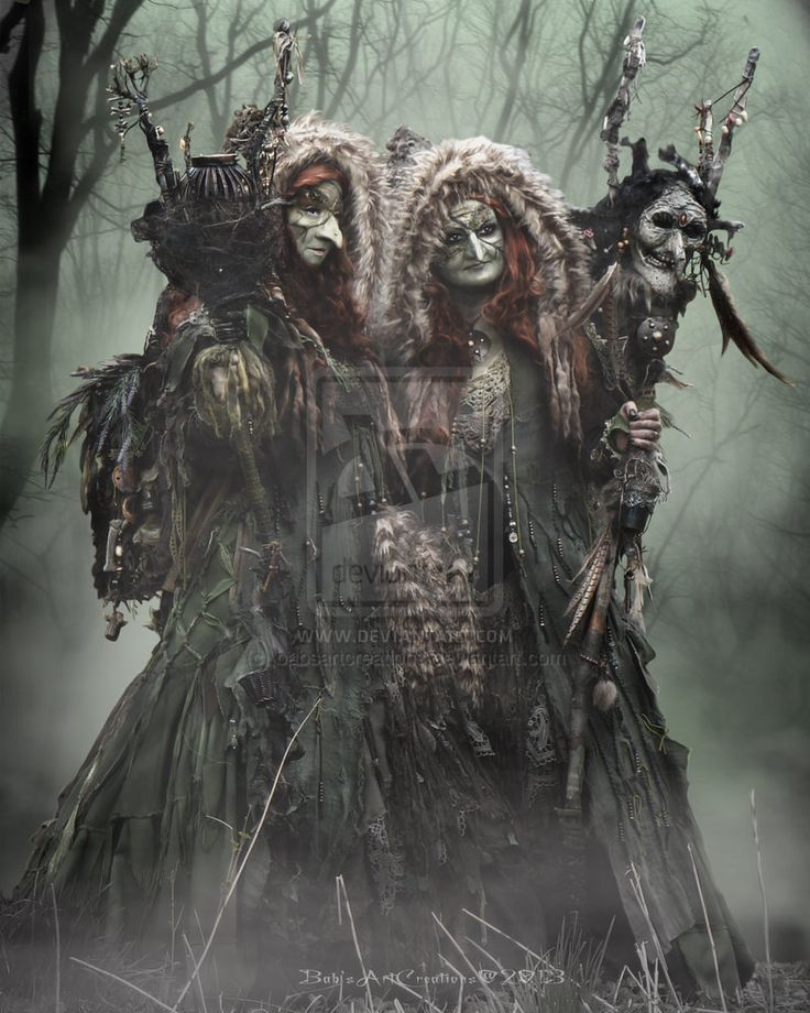the role of the three witches in shakespeare hamlet The ghost of the old king in hamlet and the weird sisters in macbeth are  the  two supernatural beings serve rather different roles in their respective plays.