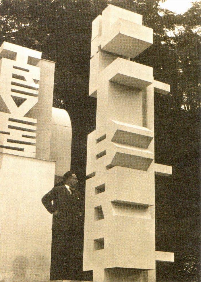 Taccuini Internazionali: Casa d'Arte Futurista. Fortunato Depero. Costruttore di idee, ma anche e soprattutto inventore di efficaci sistemi comunicativi assai prima che il Medium divenisse Messaggio