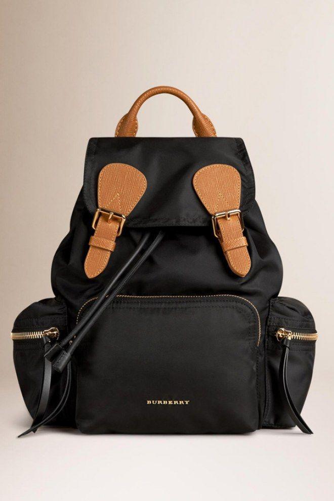 Sac Burberry, ou comment la marque British iconique revisite le sac à dos classique de manière chic