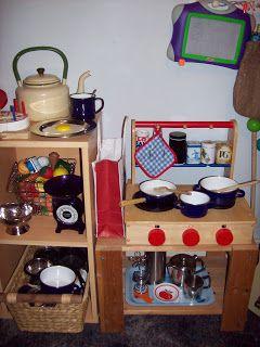 Frugal play kitchen http://sunnydaytodaymama.blogspot.co.uk/2009/04/frugal-play-kitchen-make-do-monday.html