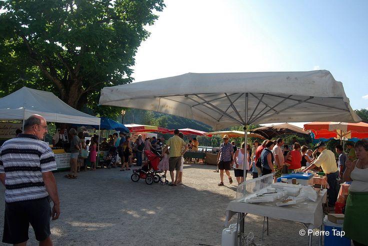 Beaulieu sur Dordogne Le marché sur la grande place