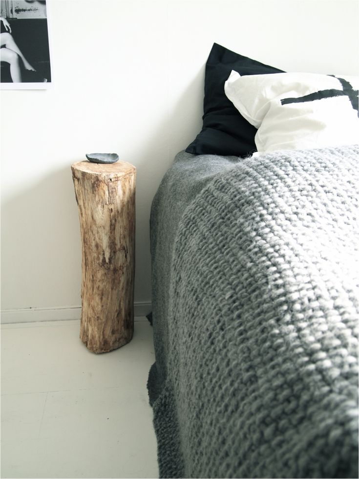 The log works really well as a bed table, it would look even better if half painted in white just like the Stools.