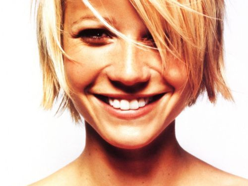 Gwyneth Paltrow honey blonde short bob hair - perfect for the 'growing out' stage.