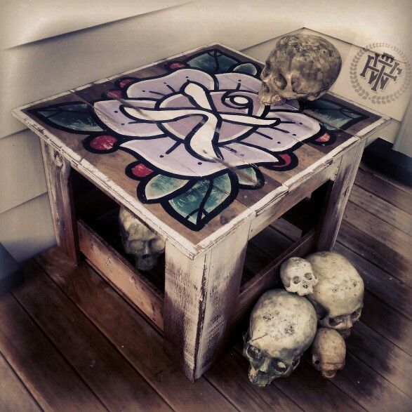 Made from old pallets (skulls also made by me n are for sale) #killingtime #table #pallets #handmade #handpainted #rose #coffeetable #recycled #fortheworthy #ftw