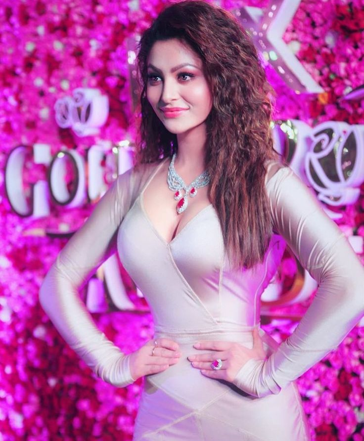 Urvashi rautela #beautiful #hot #traditional #fashion #beauty #cute #adorable #style #glamour #gorgeous #stunning #hotness #hottest #smile #sexy #bollywood #hollywood #success #pretty #life #daily