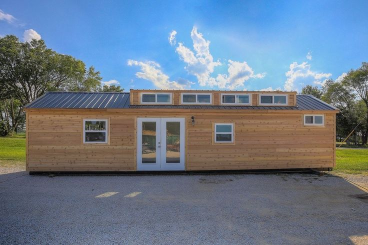 Modern rustic 40′ container home
