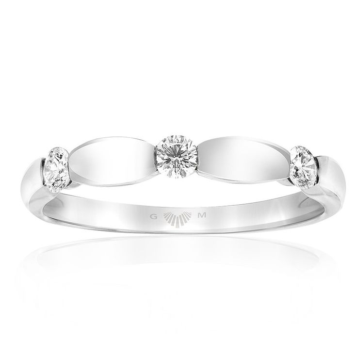 Celebrate life and love with the [ORO]3 Love Me Do diamond ring. Crafted in 18ct white gold. Width: 3mm. [ORO]3 rings are custom made for your finger size. Delivery is approximately 6 weeks. Pre order now.