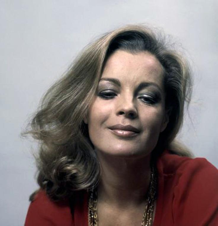 stunningly beautiful woman... Cinema amore mio Liked · October 26 Non citatemi quello che ho detto in passato. Sono più saggia adesso. {Romy Schneider}