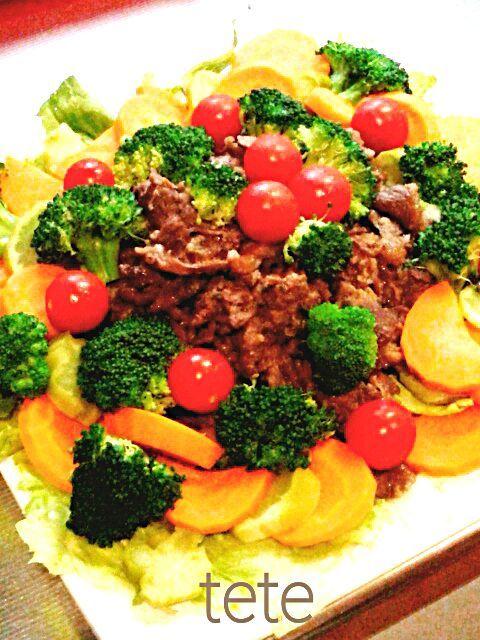 コストコのプルコギでサラダを作りました~ ホントはサラダにするつもりじゃなかったのに野菜が多すぎて メインのお肉が埋もれてしまった(^^; - 59件のもぐもぐ - プルコギサラダ by てて