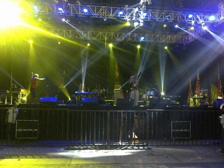 Suasana Gladiresik di Konser cinta Musik Indonesia,Tenis Indoor Senayan, 4 Mei 2013