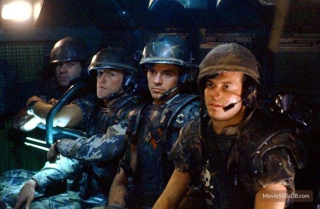 Aliens publicity still of Michael Biehn & Bill Paxton