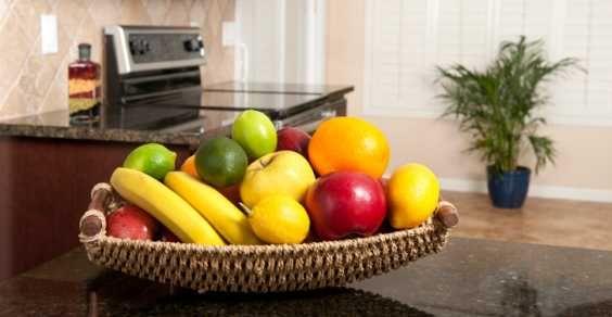 Come tenere lontani dalla frutta insetti e moscerini