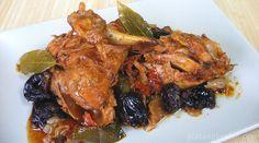 Pollo rustido con ciruelas