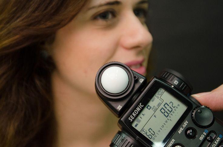 Le macchine digitali non presentano il problema di cambiare la pellicola per avere una diversa sensibilità: la variazione avviene in automatico o in manuale attraverso un menu di scelta presente tra le impostazioni della fotocamera. Il guadagno. Il meccanismo di produzione di un' immagine digitale avviene infatti attraverso un'amplificazione del segnale elettrico prodotto dal sensore …