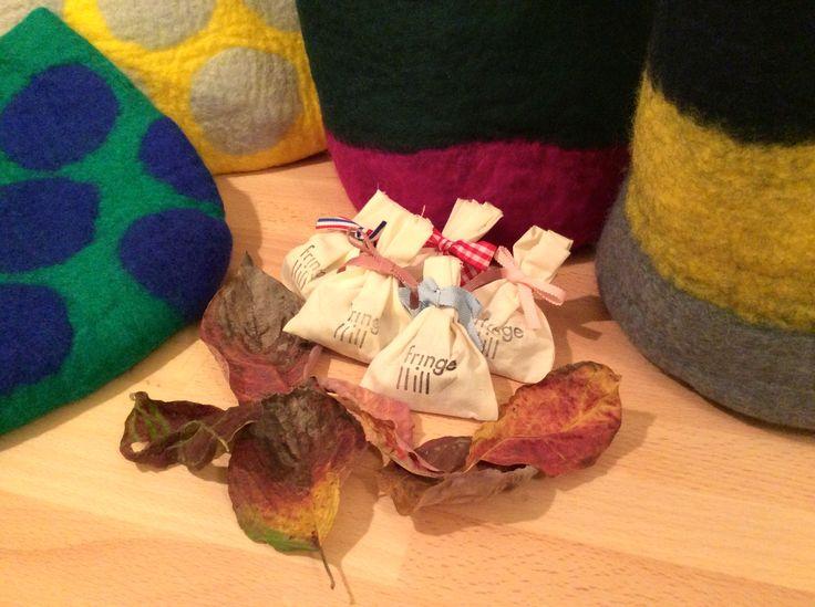 クスノキブロックで作った防虫剤をプレゼント