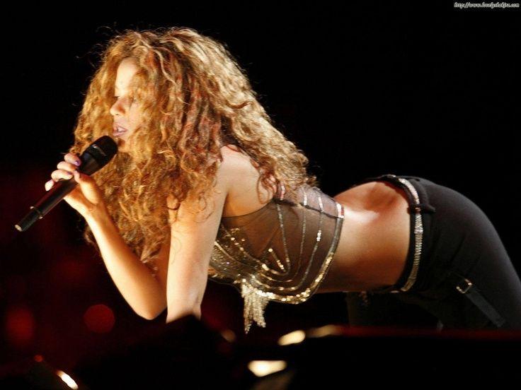 Shakira has a great feminine body