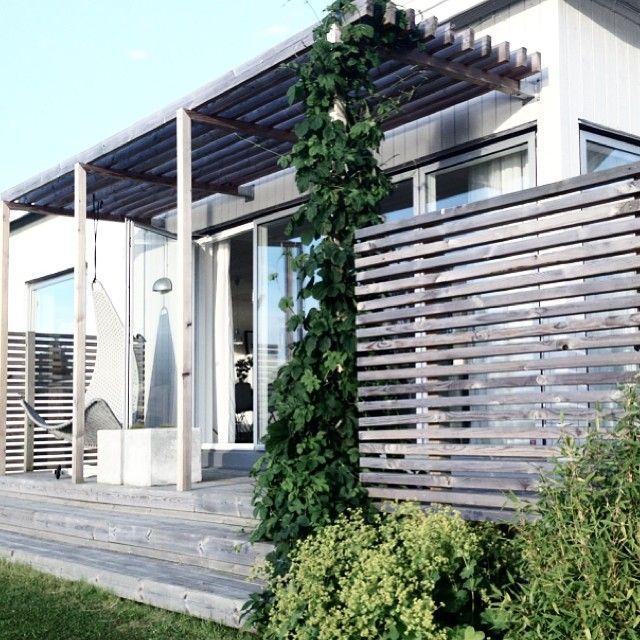 En av favoritplatserna! #grafitgrå #trädgårdsinspiration #hemmahos #garden #altan #velfac