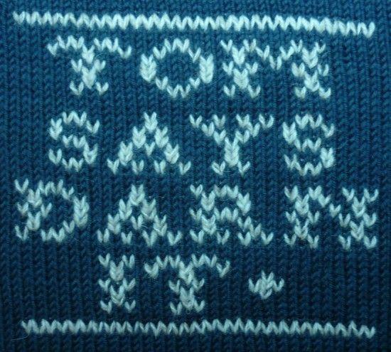 Tom of Holland eli Tom van Deijnen on itseoppinut tekstiilikäsityöläinen, joka on erikoistunut korjaamiseen. Hänen korjausprojektinsa nimi on Visible mending. http://tomofholland.com