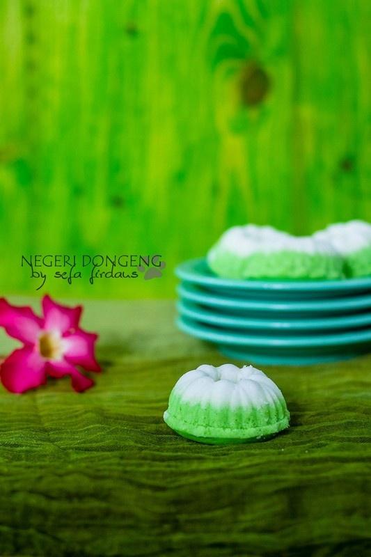 Putu Ayu - an Indonesian steamed coconut cake