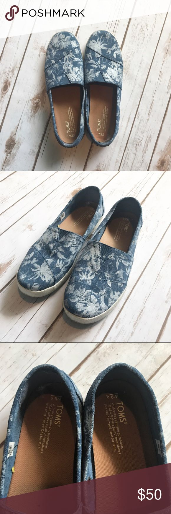 TOMS Slip-ons - White & Blue Floral Size 9.5 floral Toms slides. These are pre-worn but in great shape. See photos for any wear. Insoles in tact, one has some marks. TOMS Shoes Flats & Loafers