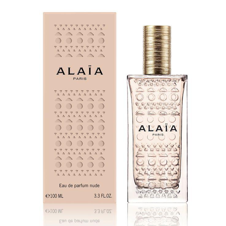 Eau de Parfum Nude completeaza colectia de parfumuri Alaía, alaturi de Eau de Parfum si Eau de Parfum Blanche. Prin sculpturile iconice, celebrul pattern laser – cut, prezentate pe sticla, aroma însasi dezvaluie o nuanța delicata nude, evocarea unui corp discret dezvaluit. Acest sentiment de armonie și simplitate se refera la însasi esenta feminitatii. O …