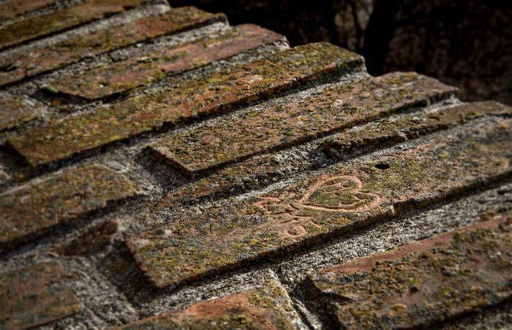 Modern rock carvings